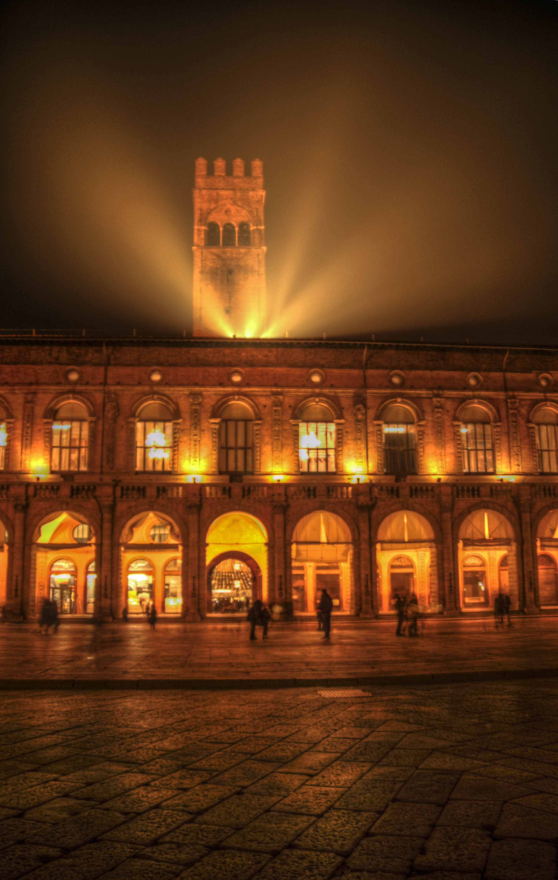 Filoweb it bologna palazzo notte luce for Arredo luce bologna